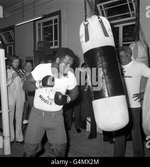 Boxing - Heavyweight - Joe Frazier v Joe Bugner - Joe Frazier Training - British Boxing Board of Control's Noble - Stock Photo