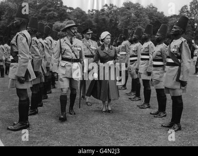 Royalty - Queen Elizabeth II and King's African Rifles - Buckingham Palace - Stock Photo
