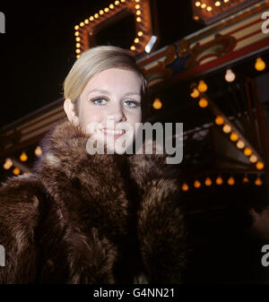 Fashion - Twiggy - Bertram Mills Circus, London - Stock Photo