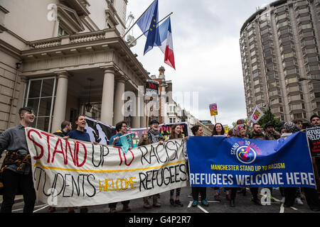 London, UK. 18th June, 2016. Campaigners from the Convoy to Calais, a convoy of over 200 vehicles carrying humanitarian - Stock Photo