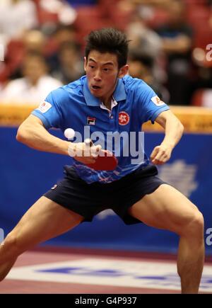 Saturday. 18th June, 2016. June 18 2016, Tokyo, Japan - Wong Chun Ting of Hong Kong returns the ball agianst China's - Stock Photo