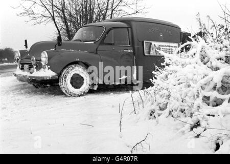 British Postal Service - Winter Weather - Somerset - Stock Photo