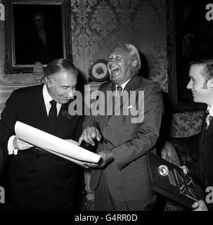 Edward Heath & US Ambassador Walter Annenberg - Stock Photo