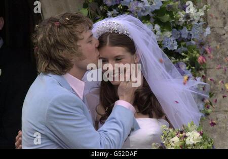 Jamie Oliver wedding bride kiss - Stock Photo