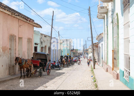 Cuba, Sancti Spíritus, Trinidad, street scene with carriages - Stock Photo