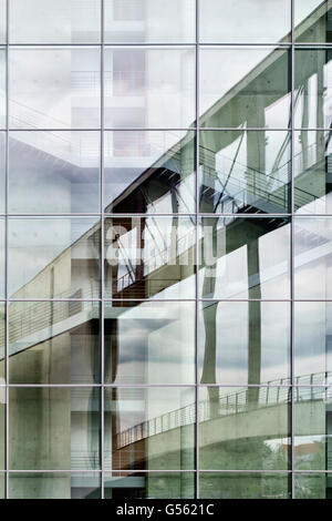 Berlin. Reflection of the footbridge over the River Spree, connecting the Paul-Löbe-Haus to the Marie-Elisabeth - Stock Photo