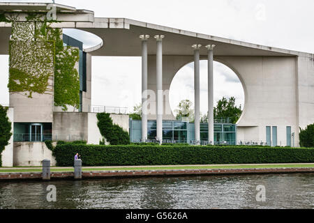 Berlin, Germany. Part of the new Chancellery building (Bundeskanzleramt) on the River Spree. By Frank and Schultes, - Stock Photo