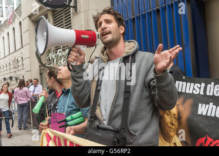 London, UK. June 21th, 2016. Petros Elia, General Secretary of the United Voices of the World union explains why - Stock Photo