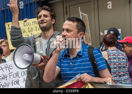 London, UK. June 21th, 2016. Rob Williams of the National Shiop Stewards Network speaks at the rally on the 10th - Stock Photo