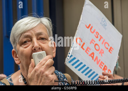 London, UK. June 21th, 2016. Candy Udwin, aPCS rep who led theiir strike at the Ntional Gallery, speaks at the rally - Stock Photo
