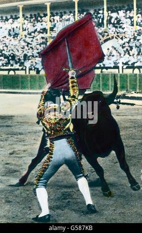 Die Gesamtzahl der Fechter nennt man Toreros oder Torcadores. Von ihnen sind es die Picadores, die zu Pferde den - Stock Photo