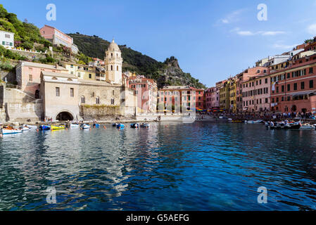 Vernazza is a town located in the province of La Spezia, Liguria, Italy. It is one of the five towns that make up - Stock Photo