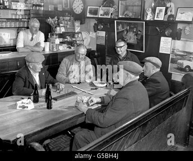 THE JOLLY SAILOR, ORFORD, SUFFOLK : 1970 - Stock Photo