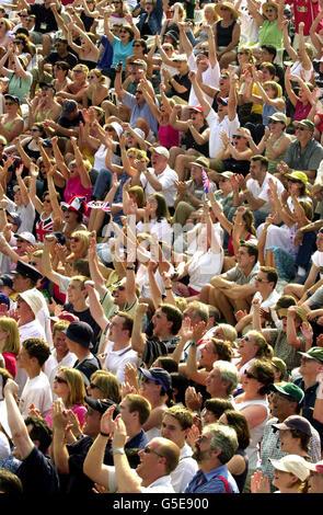Henman tennis fans Wimbledon - Stock Photo