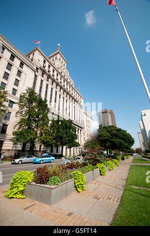 North America, Canada, Ontario, Toronto, Canada Life Assurance Company building on University Avenue - Stock Photo