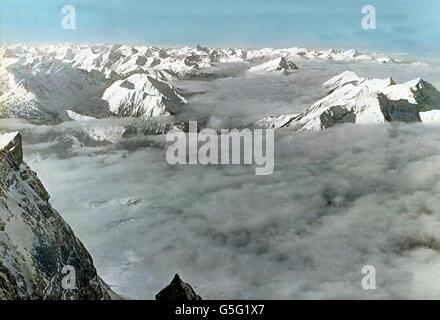 Blick von der Zugspitze ins Nebelmeer. Foggy view from Zugspitze peak. Bavaria, history, historical, 1910s, 1920s, - Stock Photo