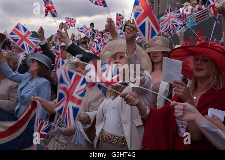 Royal Ascot singing 'land of hope and glory' around the bandstand at the end of Ascot horse tracing.2000s HOMER - Stock Photo