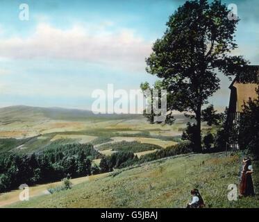 Wem fiele, wenn er sich auf einer Wanderung von Hinterzarten nach St. Märgen befindet und von der Höhe dieses herrliche - Stock Photo