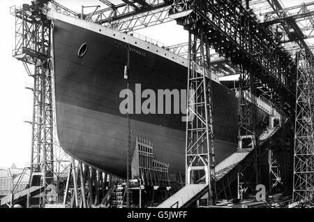 The RMS Titanic under construction, April 1911 - Stock Photo