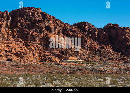 visitor's center below red rock formations in the valley of fire, nv - Stock Photo