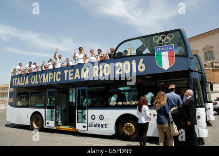 Athlets on the uncovered bus leaving the Quirinal Rome 22nd June 2016. Quirinal. The President meets the italian - Stock Photo