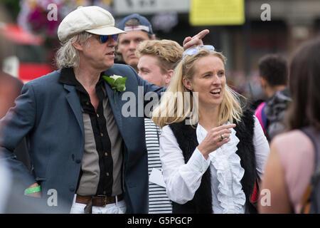 London, UK. 22nd June, 2016. Bob Geldof leaves the 'More In Common' memorial event for Jo Cox MP in Trafalgar Square, - Stock Photo