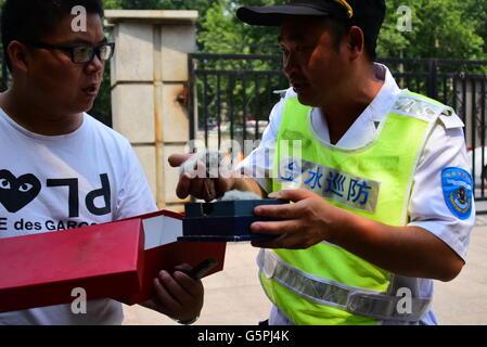 Zhengzhou, Zhengzhou, CHN. 23rd June, 2016. Zhengzhou, China - June 22 2016: (EDITORIAL USE ONLY. CHINA OUT) A taxi - Stock Photo