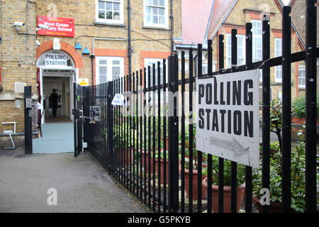 Harringay, North London, UK. 23rd June, 2016. On polling day of the UK's EU (European Union) Referendum Day. A polling - Stock Photo