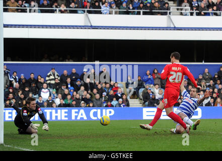 Soccer - FA Cup - Fourth Round - Queens Park Rangers v Milton Keynes Dons - Loftus Road - Stock Photo
