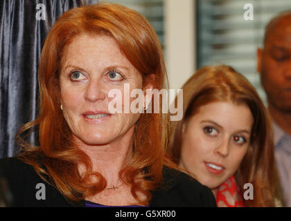 Duchess opens teenage cancer unit - Stock Photo