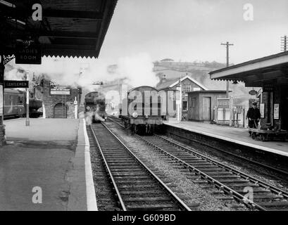 The two centre tracks in this north-looking view of Bargoed station were originally the Rhymney Railway's mainline ....