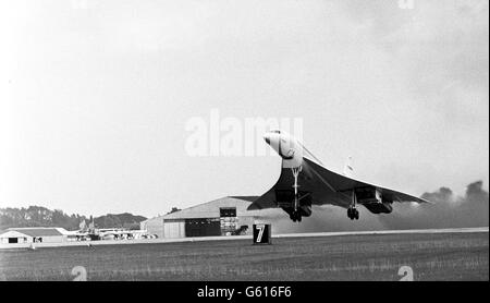 Britain's Concorde goes supersonic - Stock Photo