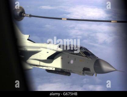 RAF TORNADO REFUELLING - Stock Photo