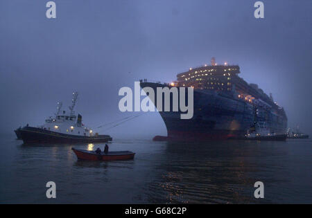 Queen Mary 2 in Brittany - Stock Photo