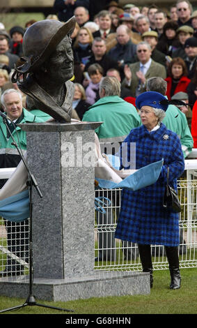 Britain's Queen Elizabeth II unveiles a bronze bust of the Queen Mother at Cheltenham racecourse on Gold Cup day. - Stock Photo