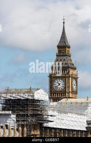 London, UK. 24 June 2016. Major construction works currently taking place at the Houses of Parliament.  Reactions - Stock Photo