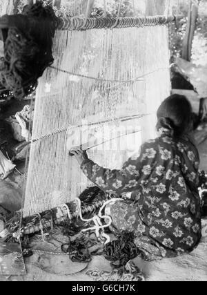 1890s NATIVE AMERICAN INDIAN NAVAJO WOMAN WEAVING CLOTH RUG ON LOOM - Stock Photo