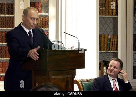 Vladimir Putin speaking in Edinburgh - Stock Photo