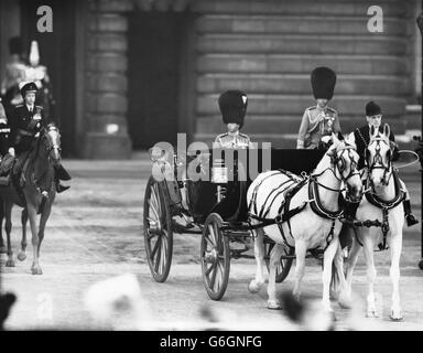 Royalty - Trooping of the Colour - Horse Guards Parade - Buckingham Palace - Stock Photo