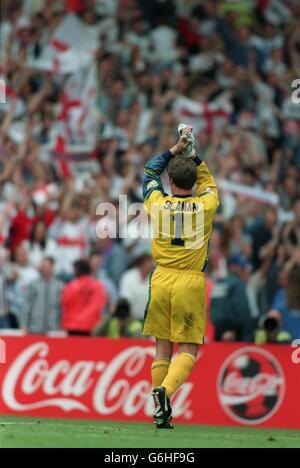 22-JUN-96 ..England v Spain ... England's David Seaman salutes the crowd