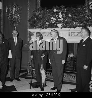 Politics - Commonwealth Prime Minister Conference - H. Kamuzu Banda and Harold Wilson - Marlborough House, London - Stock Photo