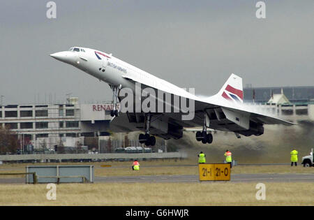 Concorde flying to its new home - Stock Photo