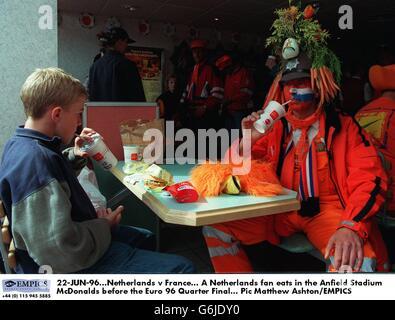 Soccer-Euro 96 - Netherlands v France