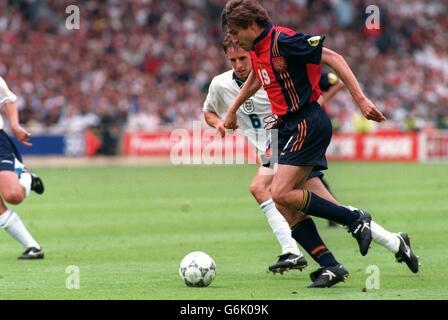 Soccer, Euro 96. England v Spain, Wembley. Julio Salinas, Spain and Gareth Southgate, England