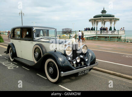 A vintage Rolls Royce parked on Brighton & Hove's seafront for a wedding party in the Hove Bandstand. - Stock Photo