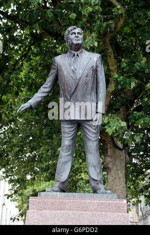 Statue of Aneurin Bevan (by Robert Thomas), founder of the National Health Service in Cardiff, Wales. - Stock Photo