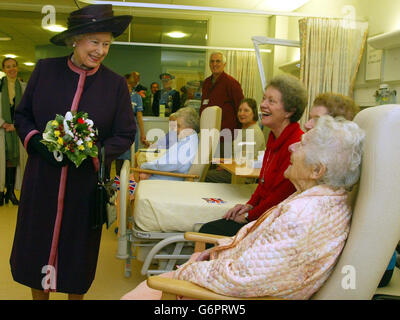 Queen opens the Norwich University Hospital - Stock Photo