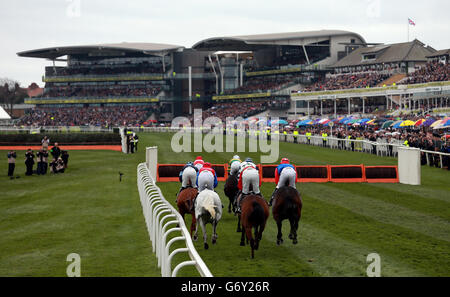 Horse Racing - The Crabbie's Grand National 2014 - Grand National Day - Aintree Racecourse - Stock Photo