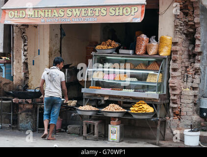 Indian local sweet and snack shop.  Amritsar home to the Harmandir Sahib (Golden Temple) - Stock Photo