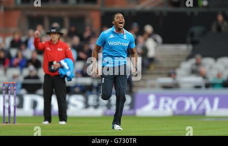 Cricket - Royal London One-Day International Series - Third One Day International - England v Sri Lanka - Old Trafford - Stock Photo